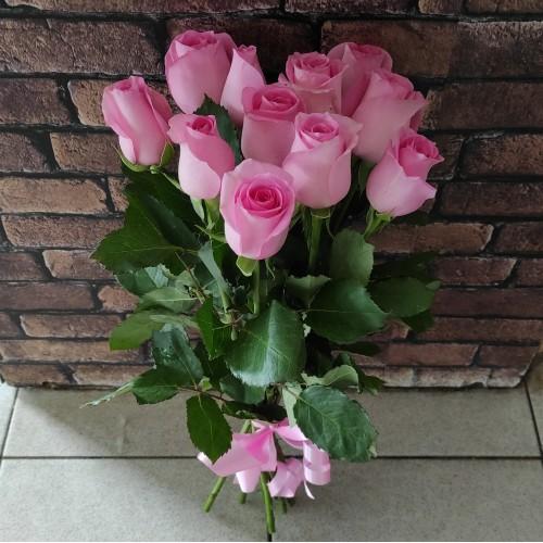 11 розовых роз под ленту